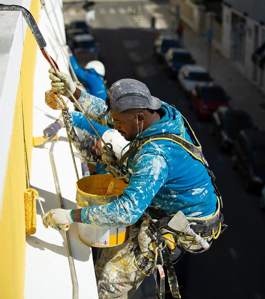 Pinturas em rappel de prédios